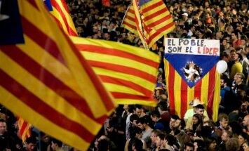Katalonijas neatkarību atbalstošās partijas piekrīt piedalīties pirmstermiņa reģionālajās vēlēšanās