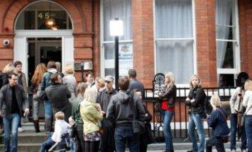 Latvijas vēstniecība Lielbritānijā gatava sniegt palīdzību paverdzinātajiem latviešiem