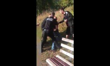 Aculiecinieka video: Policija Dobelē aiztur iereibušu razbainieku