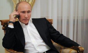 Britu ministrs: Putins var izbeigt Sīrijas konfliktu ar 'vienu telefona zvanu'