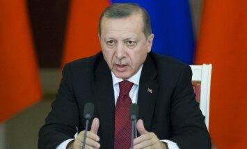 Erdogans aicina ASV nekavējoties atteikties no lēmuma sūtīt kurdiem ieročus