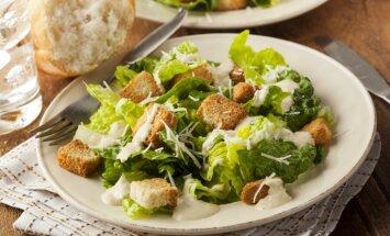 Ēdienu vēsture: Cēzara salāti, kas radās no pārpalikumiem