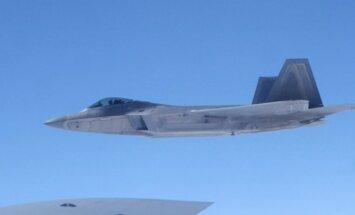 ASV 'neredzamie' iznīcinātāji F-22 nosūtīti uz Melno jūru