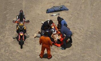 Dakaras rallija ceturtais posms: moto līderis Sanderlends izstājas traumas dēļ; pirmā uzvara Lēbam