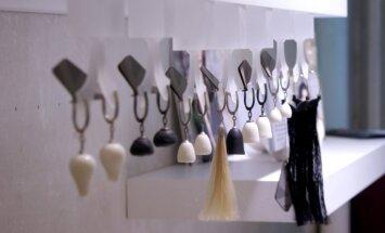 Foto: Jauno mākslinieku darinājumi laikmetīgo rotu izstādē