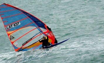 Pretēji ieteikumiem, trīs Latvijas vindsērfinga sportisti startē sacensībās okupētajā Krimā