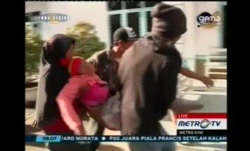 Indonēzijā 'pamodies' Sinabungas vulkāns