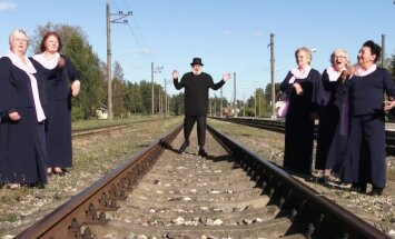 Video: 'Berģu' seniori ebreju tautas melodijas ritmos ieskandina svētkus