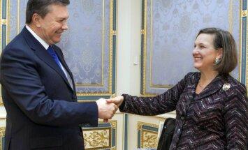 Ukrainas krīze: nopludinātā telefonsarunā ASV diplomāte rupji izsakās par ES