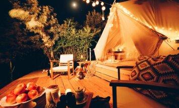 Modīgie glempingi – romantiskas atpūtas vietas zem klajas debess tandēmā ar dabas šarmu