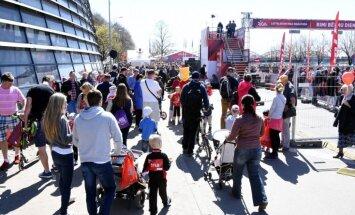 Foto: Bērnu skrējienā Rīgā dodas vairāk nekā 8000 dalībnieki