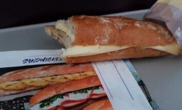 Ожидание и реальность: читатель возмущен тем, какой бутерброд ему продали в самолете