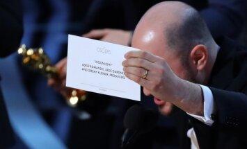 'Ir pieļauta kļūda' – šā gada 'Oskaru' ceremonijas misēkļi un joki