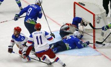 Россия одержала вторую победу подряд на ЧМ, у Бирюкова сломана челюсть