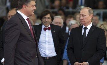 Putins un Porošenko telefonsarunā pārrunā iespējamo pamieru