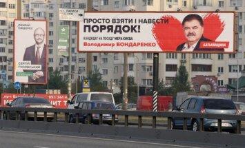 Vēlēšanas Ukrainā: 132 partijas, 350 000 kandidātu un prognozes par nepieredzētu krāpšanos