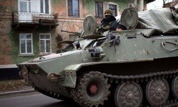 Kijeva: Krievija uz Ukrainu nosūtījusi jaunas karavīru vienības un tankus