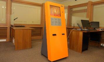 Foto: Latvijā rada 'Bitcoin' maiņas aparātu un cer iekarot starptautisko tirgu