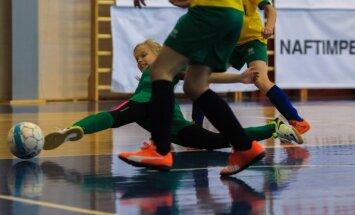 Foto: Intrigas Latvijas meiteņu telpu futbola čempionātā Olainē un Lapmežciemā