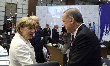СМИ узнали о готовности Меркель пойти на уступки Эрдогану из-за мигрантов