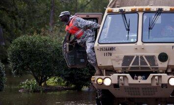 Foto: Dienvidkarolīna piedzīvo rekordlielus plūdus; vismaz 11 mirušie