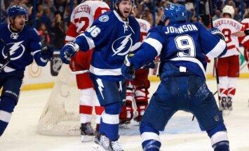 'Lightning' hokejisti izcīna otro uzvaru Stenlija kausa izcīņas duelī pret 'Red Wings'