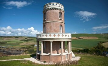 Rezervēts divus gadus uz priekšu: kā vientuļais Kleivela tornis izglābās no iegāšanās jūrā