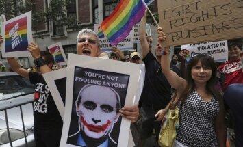 Ziemeļamerikas geji ignorē 'Latvijas balzama' īpašnieku aicinājumus un turpina boikotēt 'Stolichnaya' šņabi