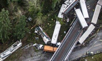Vilciena katastrofa ASV: Sastāvs līkumā iebraucis ar 130 km/h ātrumu