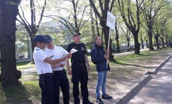 'Nacionāļi' prasīs Kozlovska skaidrojumu par protestētāja aizturēšanu Uzvaras parkā