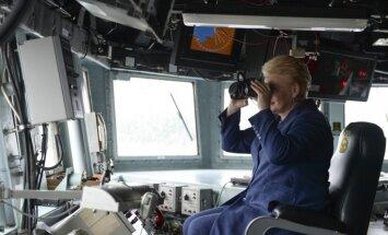 Foto: Grībauskaite novērtē ASV karakuģi