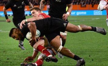 Anglijas regbisti trešo reizi uzvar Austrālijā, 'All Blacks' izrēķinās ar Velsu