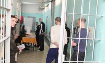 Referendumam pieteikušies balsot gandrīz 90% balstiesīgo ieslodzīto