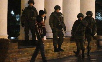 Bruņoti vīri uz laiku ieņēmuši Simferopoles lidostu