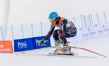 Latvijas kalnu slēpotājiem veiksmīgs starts Baltija kausa paralēlajā slalomā