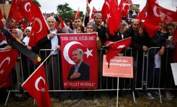 Turcijas karavīri NATO bāzē Vācijā lūguši patvērumu