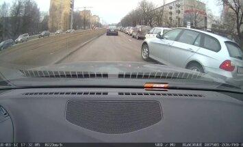 """ВИДЕО: """"Бессовестный водитель BMW чуть не вызвал аварию"""""""