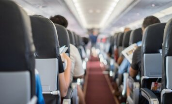 Vairākas stundas lidmašīnā: kā gaisā pavadīto laiku padarīt komfortablāku