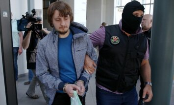 Trešais Ādažu iebrucējs aizbēdzis uz Krieviju; aizdomas par saistību ar Krievijas specdienestiem