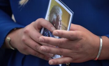 Foto: Barbaras Bušas bērēs pulcējušies vairāk nekā 1500 cilvēku