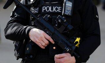 Lielbritānijas policija pēc krievu biznesmeņa slepkavības apspriež trimdinieku drošību