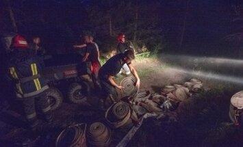 Valdgales pagasta ugunsgrēku dzēšana turpināsies arī naktī; situācija – sarežģīta