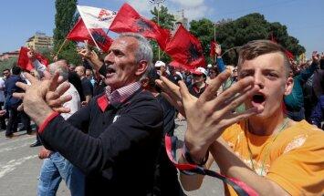 Albāņi pieprasa valdības demisiju