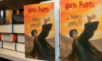 'Zvaigzne ABC': Harija Potera grāmatu tirgošana Latvijā ir nelicencēta