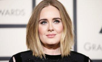 Adeles grimētājs māca, kā izveidot slavenās dziedātājas 'kaķacis'
