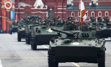 ФОТО, ВИДЕО: В Москве на День Победы прошел военный парад, но без авиации