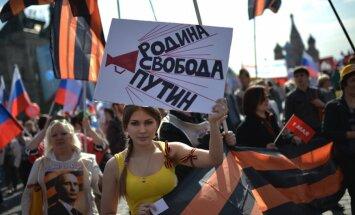 Maskavā 100 000 1.maija demonstrācijā slavina Putinu