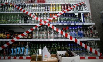 Deputāti 'sapinas' iecerē aizliegt tirgot alkoholu skolu tuvumā; likuma spēkā stāšanās apdraudēta