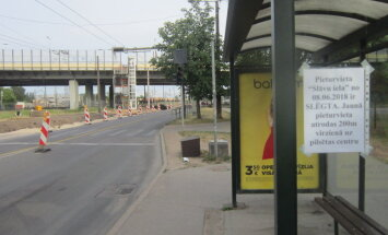 Жители в недоумении: остановку 15-го троллейбуса неожиданно перенесли
