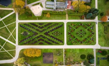 Krāšņi foto: Nacionālais Botāniskais dārzs rudenī no putna lidojuma